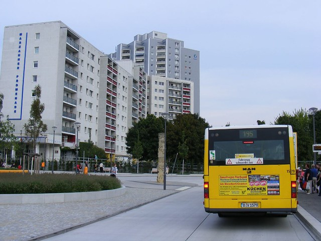 bvg man nl 313 gelenkbus at saturn shopping centre berlin marzahn flickr photo sharing. Black Bedroom Furniture Sets. Home Design Ideas