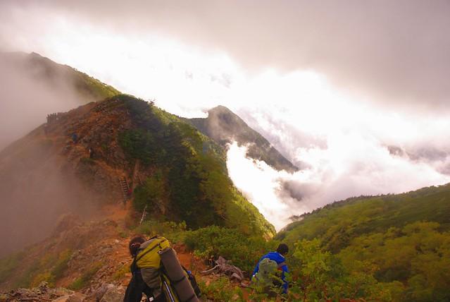 大天井岳近くの階段・クサリ場