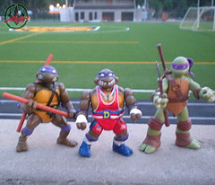 """TURTLE GAMES"" TEENAGE MUTANT NINJA TURTLES :: POWER LIFTIN' DON xiii / ..with original '88 DONATELLO & 2012 Nick DONATELLO  (( 1992 ))"