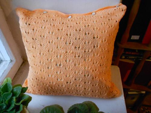 персиковая подушка готова