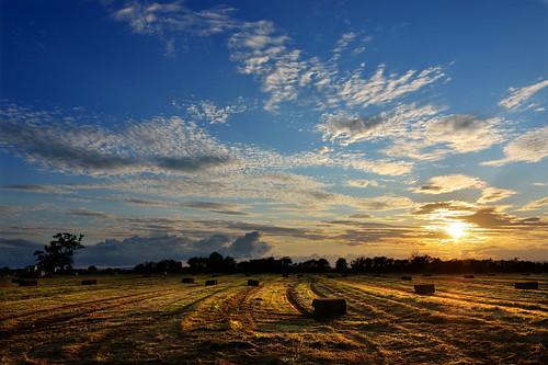 sunset harvest gloucestershire 1224 bishopscleevecloudsskysunfieldstokina