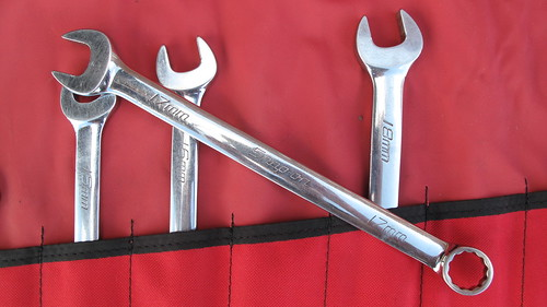 """54d0e136e The """"boutique"""" tool makers such as Snap-on (the producer of that  298 set  of wrenches)"""