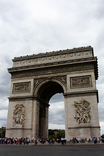Triumphal-arch-from-street