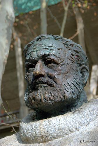 Escultura homenaje a Ernest Hemingway :: Pamplona by Rufino Lasaosa
