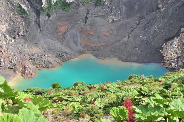 Laguna del interior del Cráter Central Volcán Irazú, a vista de los dos grandes océanos - 7950388992 49fe272eb7 z - Volcán Irazú, a vista de los dos grandes océanos