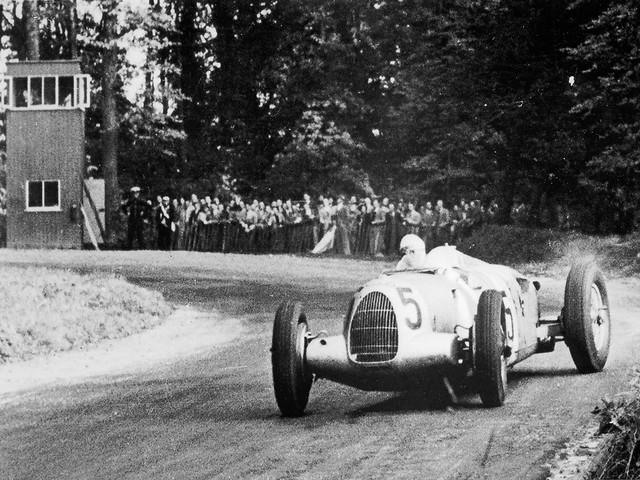 1937 Auto Union Typ C, Bernd Rosemeyer at Grand Prix Donington-Park
