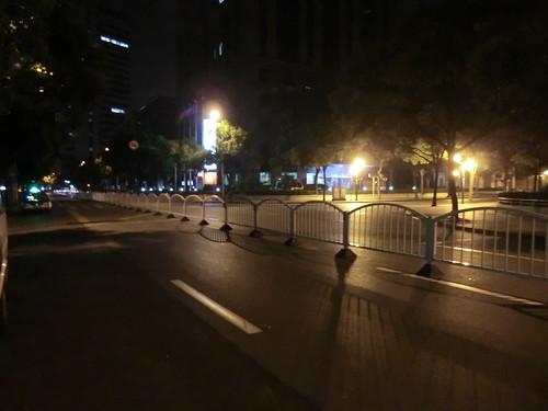 在上海日本総領事館前の突貫工事