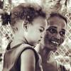 #streetphotography  #ríopiedras #sanjuan #portrait #mother #daughter #happy #madre #hija #felicidad #humildad