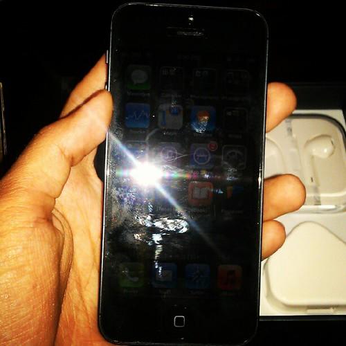 iPhone 5 ke ni? Silau la pulak...