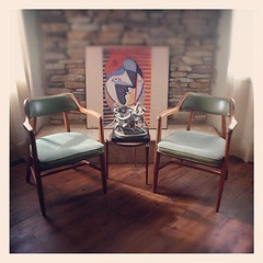 MID CENTURY MODERN Chairs in the manor...</p></a>                        							<div class=