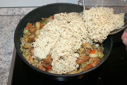 35 - Nudeln addieren / Add noodles