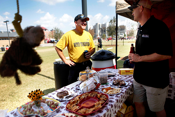 A tiger hangs on a yellow noose while Missouri alum David Graham left has a friendly conversation with South Carolina fan Mark Stewart at the farmersu0027 ... & PHOTO GALLERY: South Carolina fans tailgate before Missouri game ...