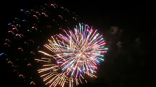 Feuerwerke purzeln mit Rippengeklapper kopfüber vom Himmel wie Eulengesichter mit Heuschreckenbein 347