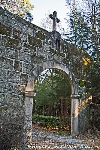 Acesso à Torre ou Castelo de Ferreira de Aves - Portugal
