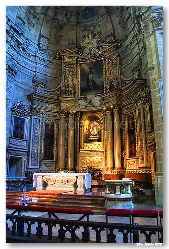 Altar-mor da Basílica Santa María del Coro by VRfoto