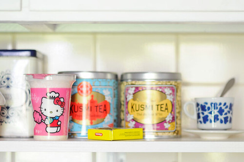Hello Kitty, tea and sugar
