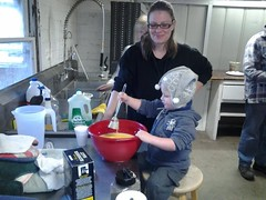 Kata and Vincent cooking breakfast