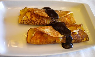 crepes rellenos con salsa de chocolate 18