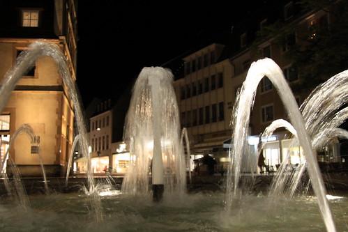 Bielefeld bei Nacht - Brunnen auf dem Alten Markt 02