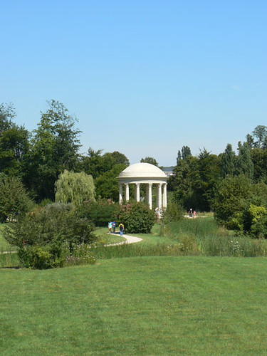 jardin petit trianon.jpg