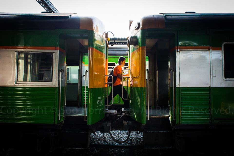 Cross Over @ Hua Lamphong Railway Station, Bangkok, Thailand