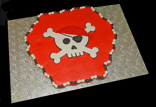 pirate skull cupcake cake for 4th birthday celebration