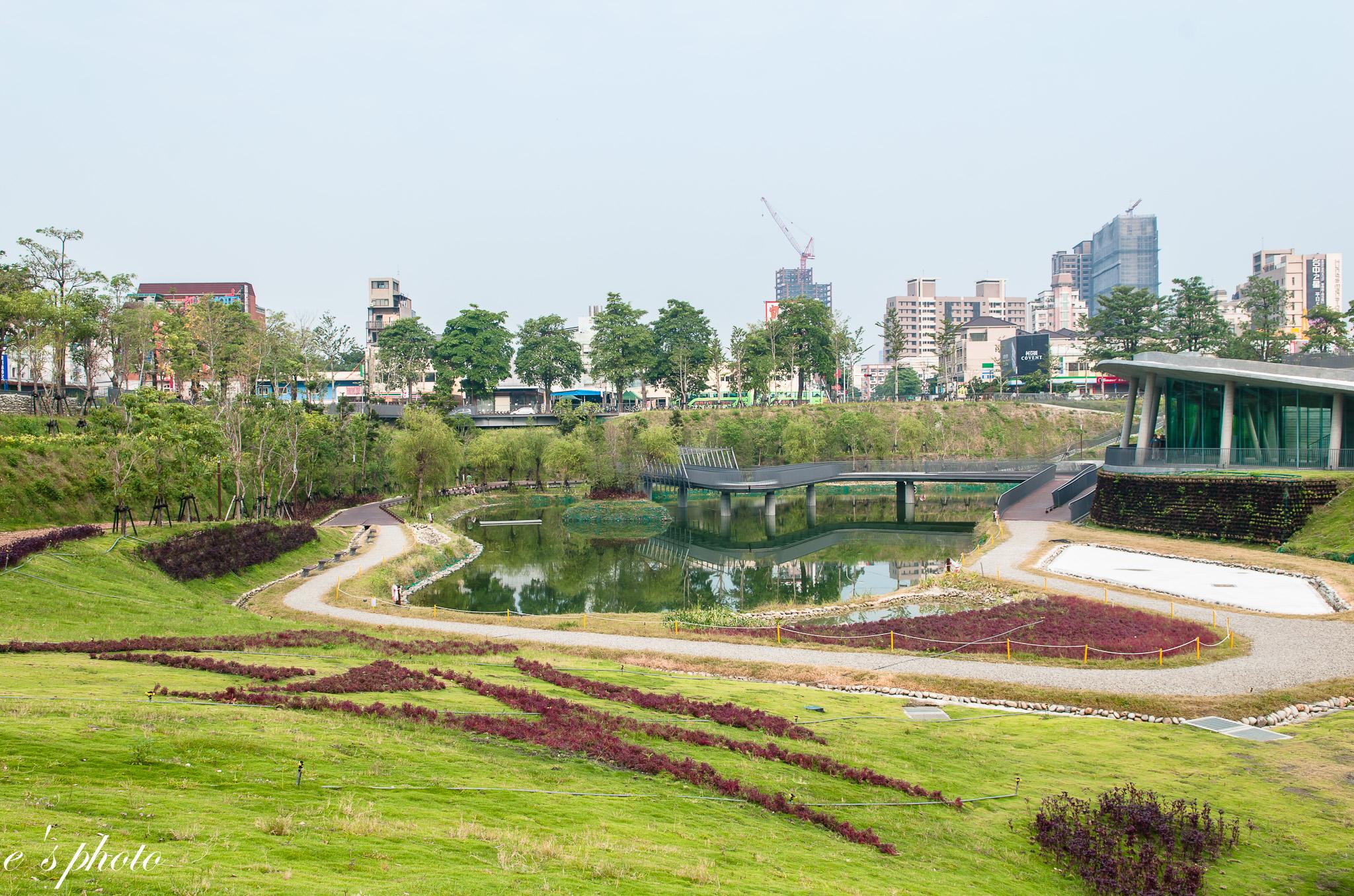 秋紅谷廣場