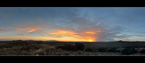sunset panorama newmexico santafe route66 plateau hills mesa sandiamountains sangredecristomountains jemezmountains santaferiver mounttaylor labajada ortizmountains lacieneguilla cajadelrio pre1932alignment lastetilla