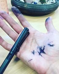 Hoy es uno de esos días en que hace tanto tanto calor que la tinta llega a punto de ebullición... #inked #lamyfail #fountainpen #fml