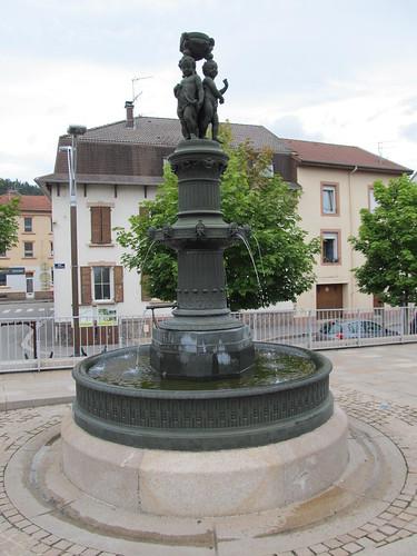 fontaine et monument raon l'etape 020
