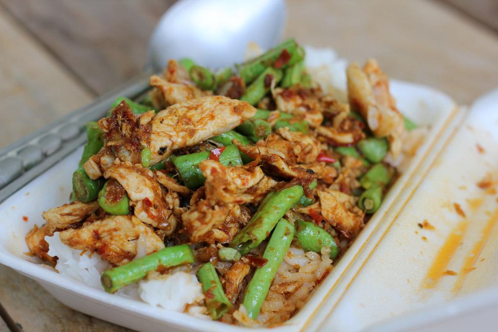 Thai Gai Pad Prik Gaeng (ไก่ผัดพริกแกง)