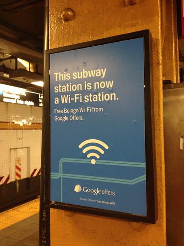 地下鉄にGoogleのHOT SPOTが。