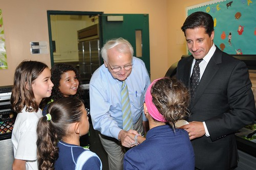 US Kevin Concannon and Miami-Dade County School Superintendent Alberto Carvalho talk with students from North Beach Elementary School, Miami, FL, on August 23, 2012, during lunch.  (USDA photo by Debbie Smoot).