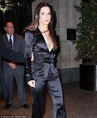 Sandra-Bullock-satin -shows-off-effects-of-new-fitness-regime-displaying-toned-figure-in-plunging-suit-at-New-York-premier3