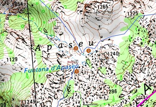 Carte détaillée d'Apaseu en Cagna avec les départs de traces cairnées et les points remarquables