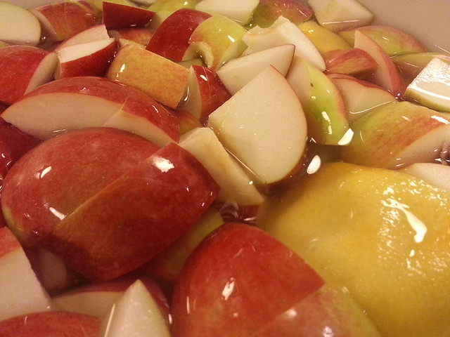 Apples resting in a bown with lemon-water