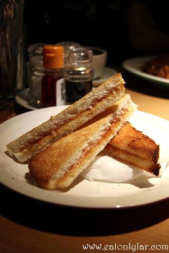 Fusion Roti Bakar, Wondermama