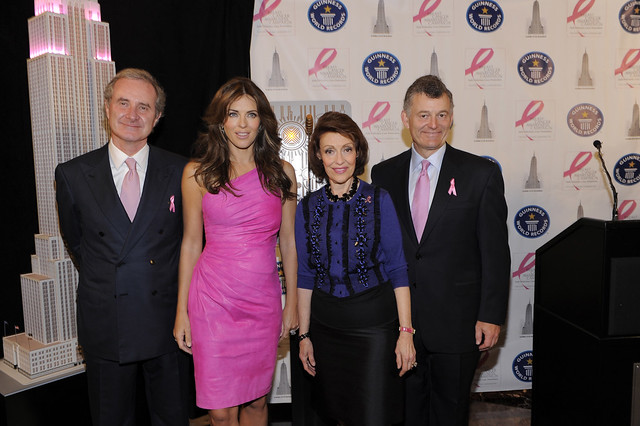 Fabrizio_Freda__Elizabeth_Hurley__Evelyn_H._Lauder_and_William_P._Lauder_at_Guinness_World_Record_Present._NYC_ELC_2010_BCA_Campaign