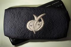 textile(0.0), handbag(0.0), buckle(0.0), wallet(0.0), brand(0.0), bag(1.0), coin purse(1.0), leather(1.0),