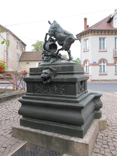 fontaine et monument raon l'etape 092