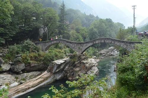 0126_Brücke_und_Stein