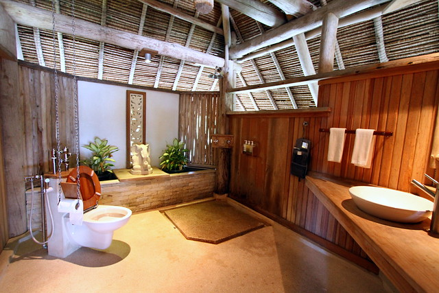 Nikoi Island: Beach House's toilet