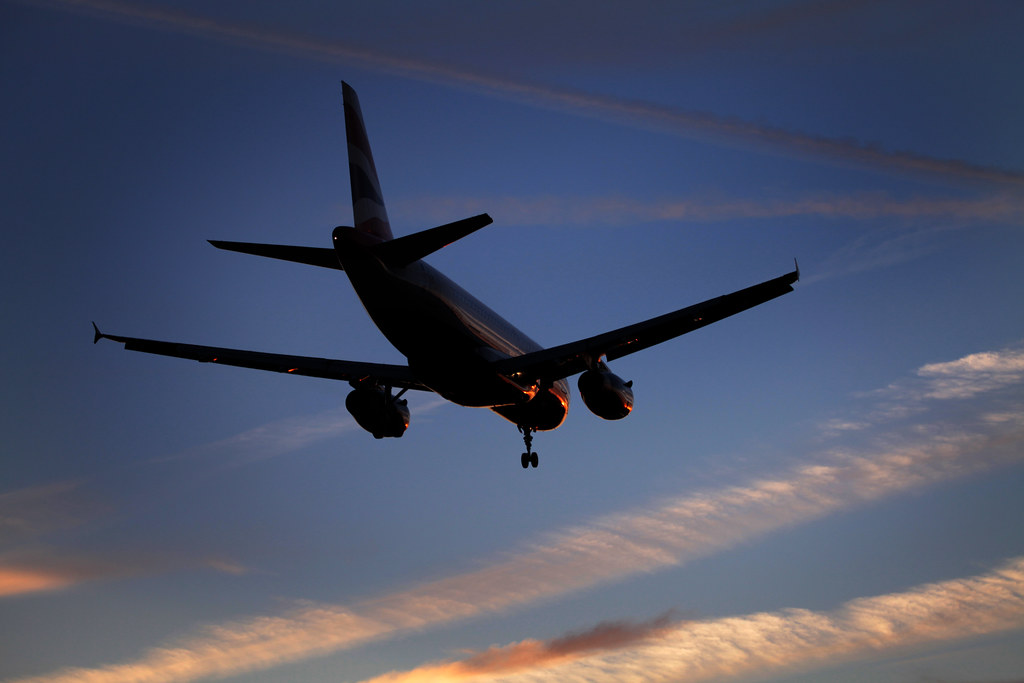 British Airways Airbus A320 landing at London Heathrow Airport