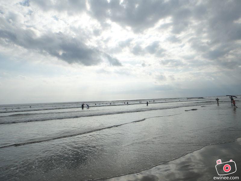 KUTA-BEACH-BALI-DENPASAR--SUNSET-SURFING