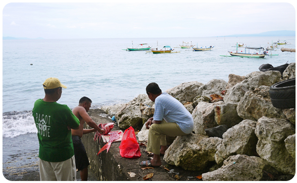 Sanur fisherman with his clients