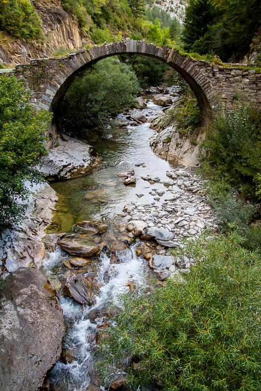 Navarra Puente Romanico en Isaba