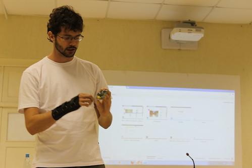 Daker apresentando  o Raspberry pi