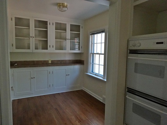 Eat-in Kitchen/Butler Pantry