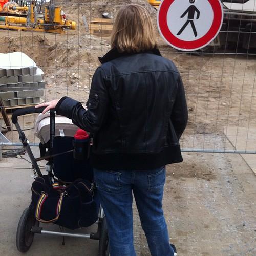 Echte Menschen beim Baustellenspotting #609060