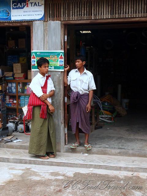 How to dress like a Burmese